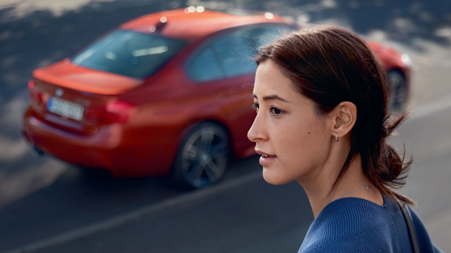 事故、車体のキズ・へこみ、塗装はがれなどの際は、BMW正規ディーラーにご相談ください。